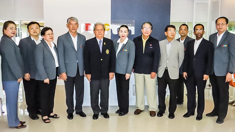 """โรงเรียนการโรงแรมและท่องเที่ยวรีเจ้นท์ ชะอำ ได้ต้อนรับพลเอกสุรยุทธ์ จุลานนท์ ประธานคณะกรรมการดำเนินโครงการ """"สานใจไทย สู่ใจใต้"""""""