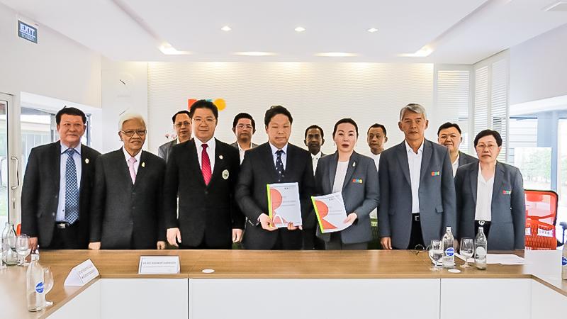 คณะสมาคมวิทยาลัยเทคโนโลยีและอาชีวศึกษาเอกชนแห่งประเทศไทยได้เข้าเยี่ยมชมโรงเรียนฯ และร่วมประชุมเกี่ยวกับการจัดการเรียนการสอน